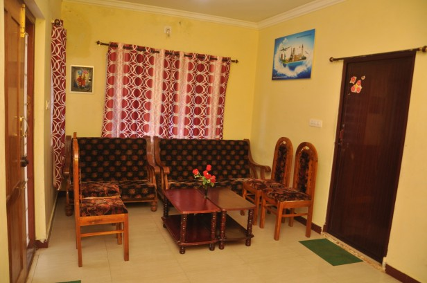 Hill Bird Home Stay Cottage Ooty - Deluxe Double Bedroom