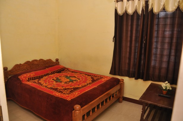 Hill Bird Home Stay Cottage Ooty - Deluxe Family Bed Rooms